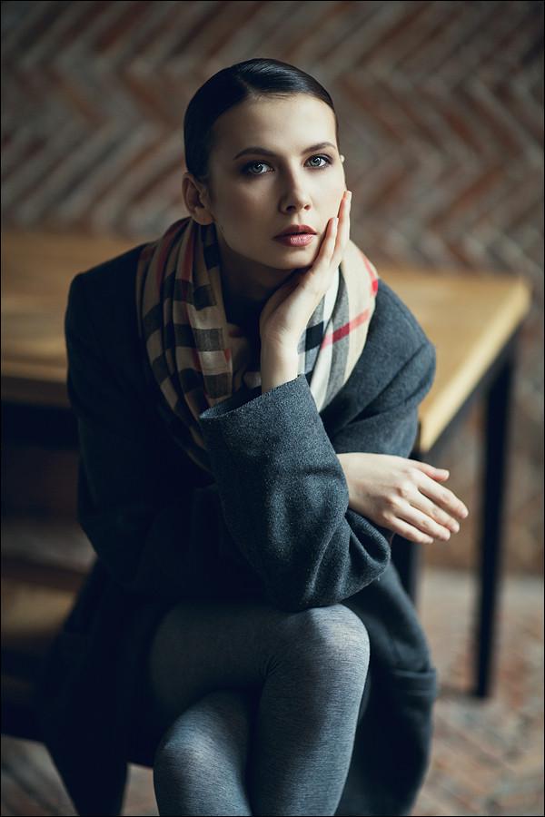 красивая поза модели портрет
