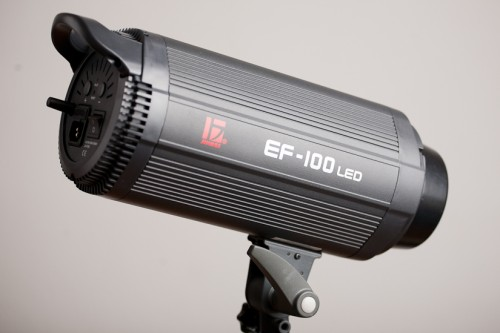 Jinbei EF-100 – суперсовременный светодиодный осветитель с байонетом Bowens