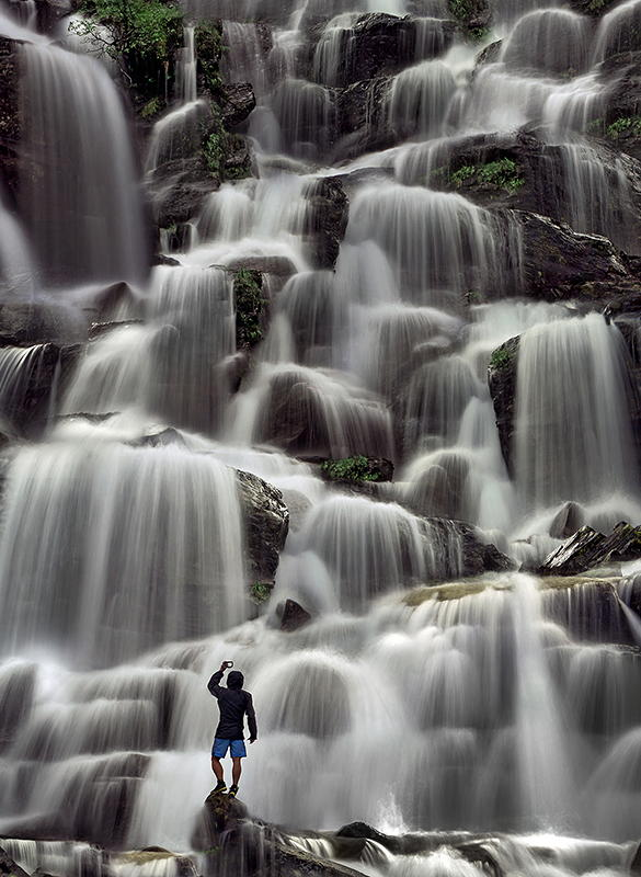 съемка падающей воды