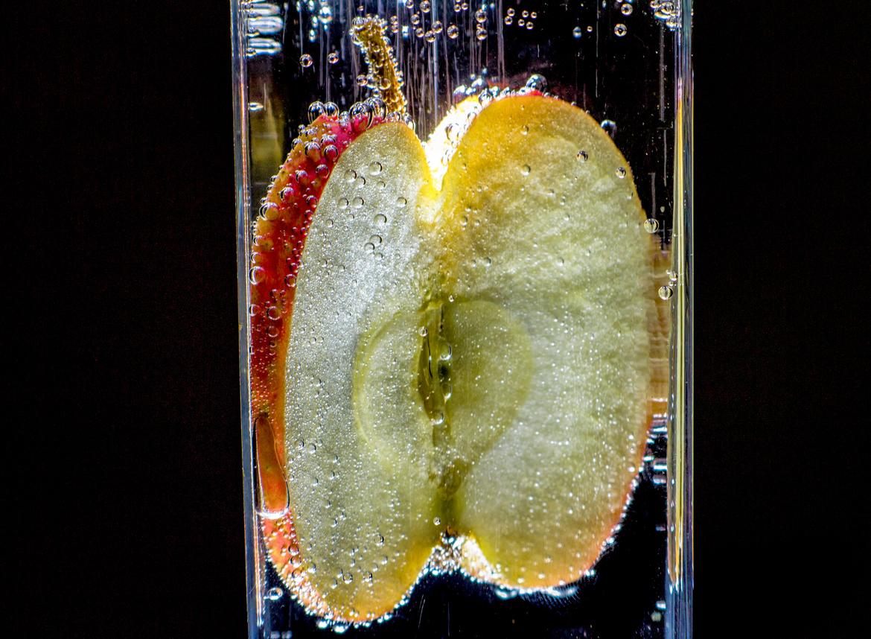 фото фруктов в минеральной воде