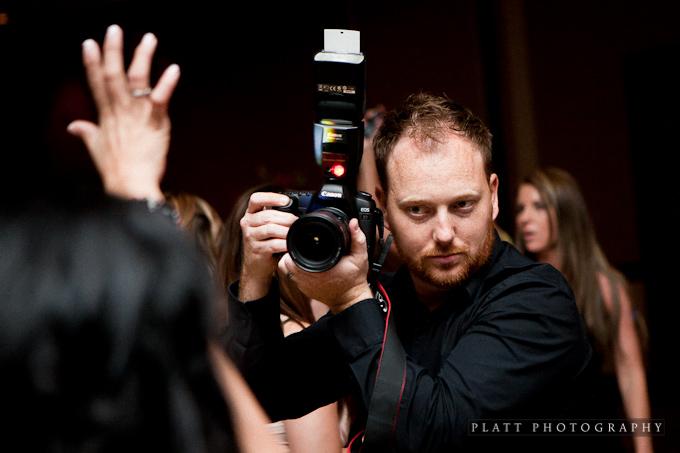 нужна ли вспышка свадебному фотографу