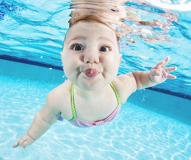 младенцы в бассейне Seth Casteel