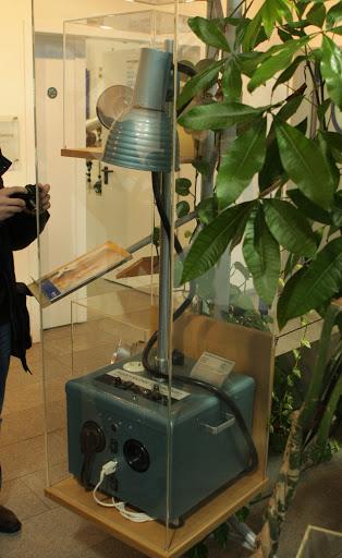 Один из первых генераторов Broncolor. Экспонат находится в музее при заводе Hensel (Германия)