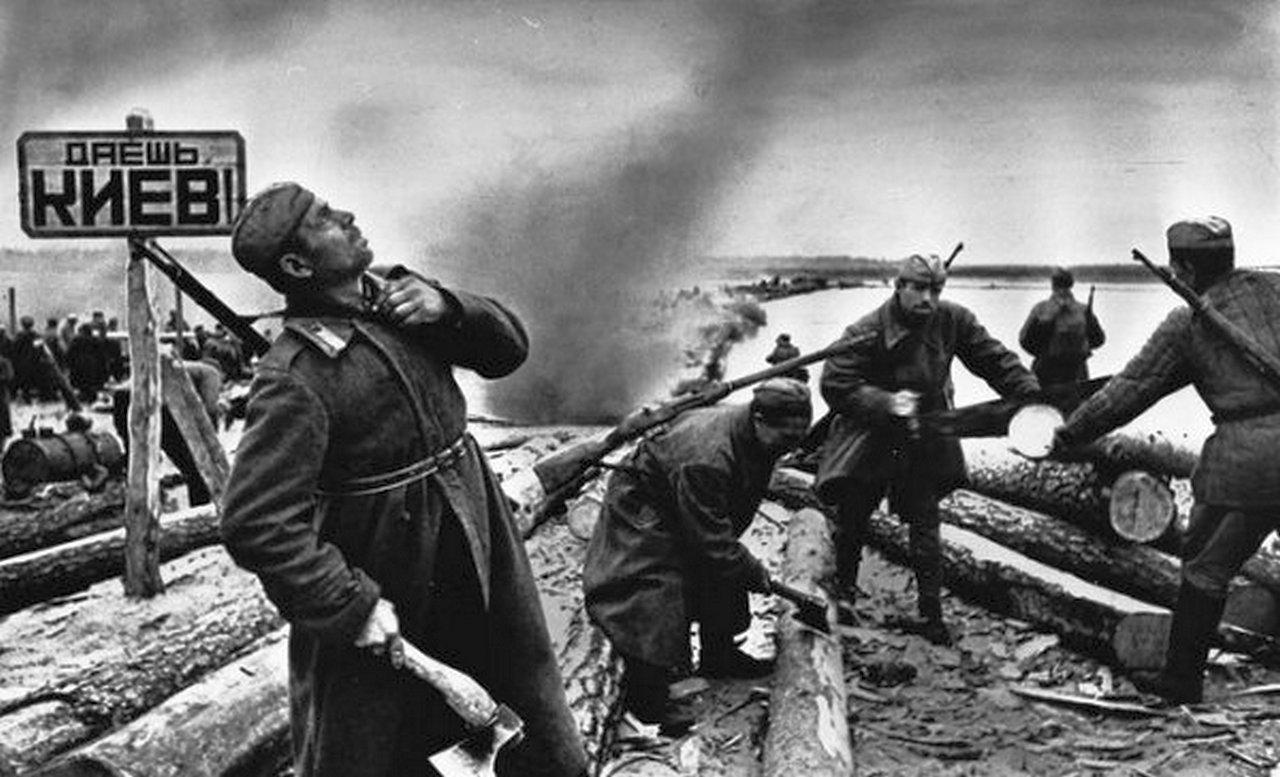 Евгений Халдей известные военные фотографии