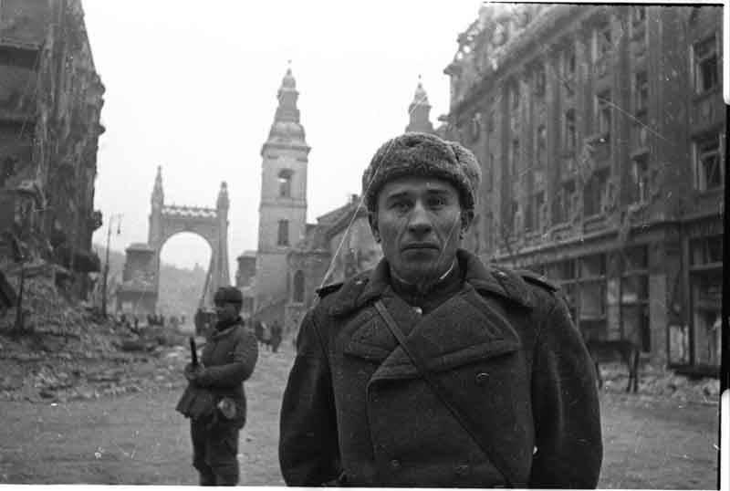 Евгений Халдей во время Второй Мировой войны