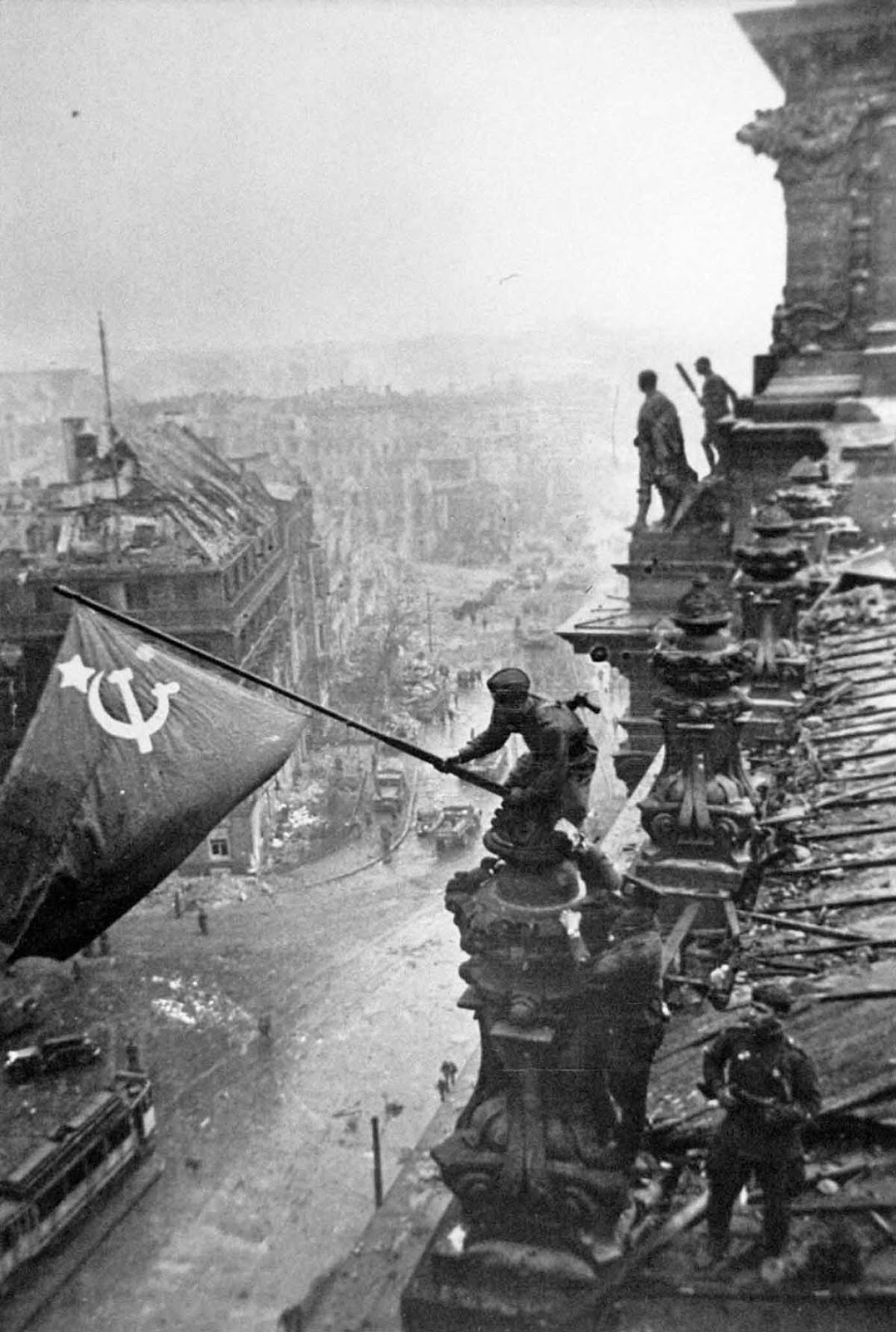 Знамя над Рейхстагом Евгений Халдей фотография