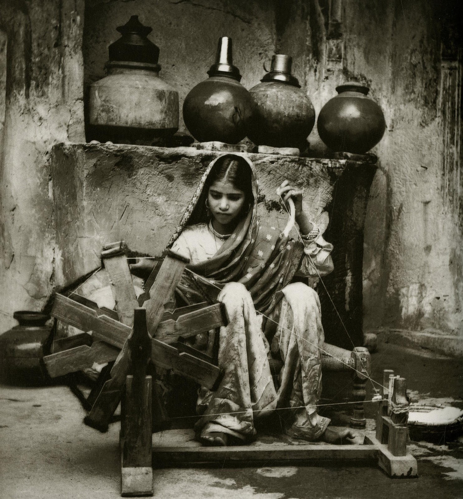 девушка за прялкой фотограф Abidmian Lalmian Syed