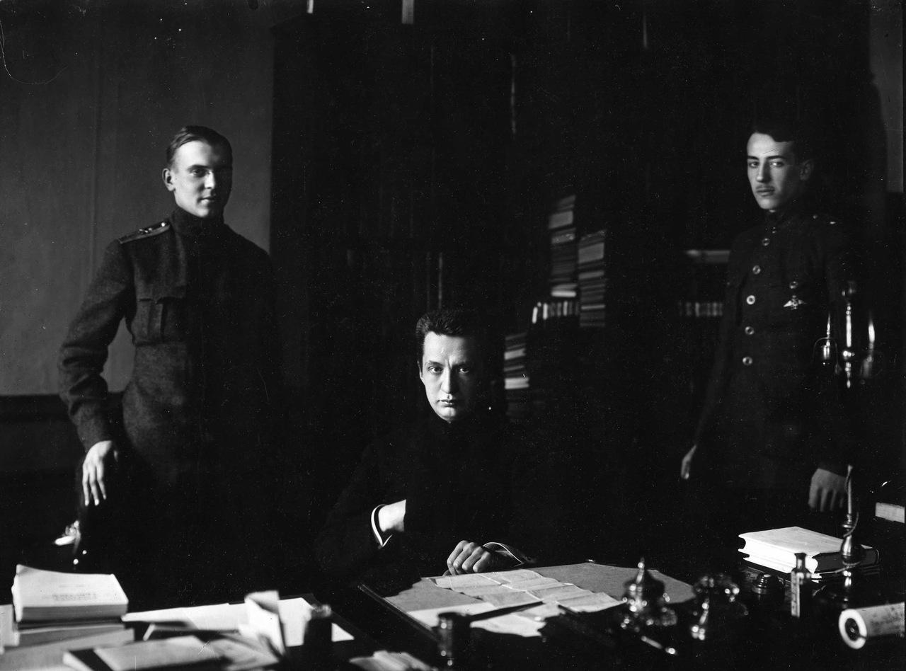 А.Ф. Керенский с помощниками. К.Булла