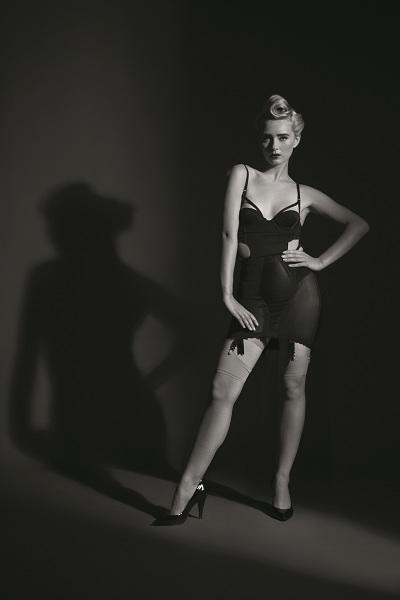 портретная фотография с одним источником света